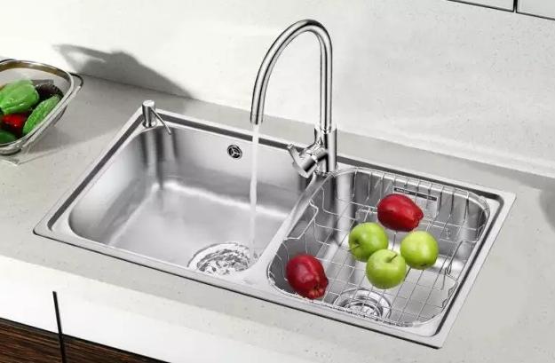 装修问义银装饰 水槽安装,盆在台上还是台下
