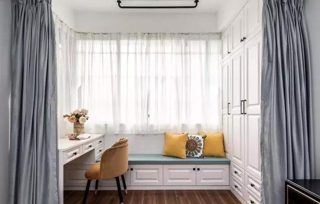 """卧室带个小阳台是怎样的体验?看看""""别人家的""""就知道了"""